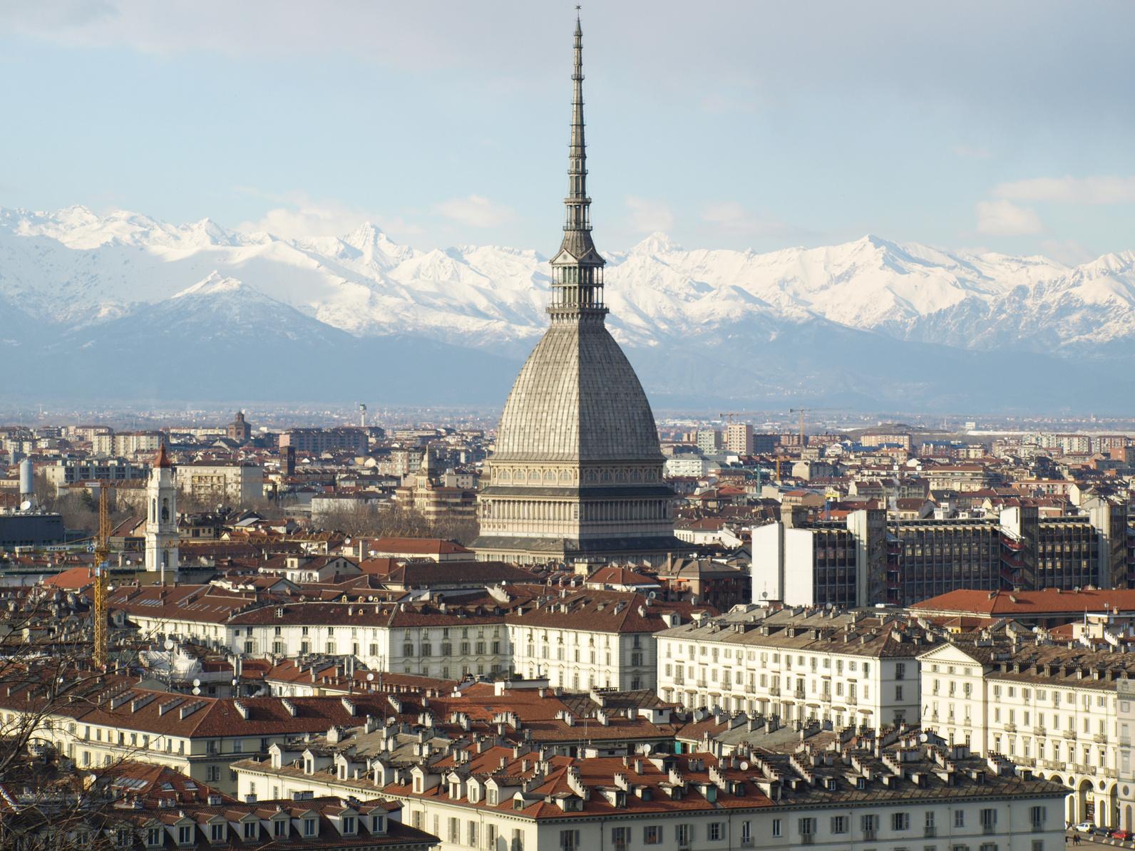foto panoramica di Torino in cui è presente la Mole Antoneliana