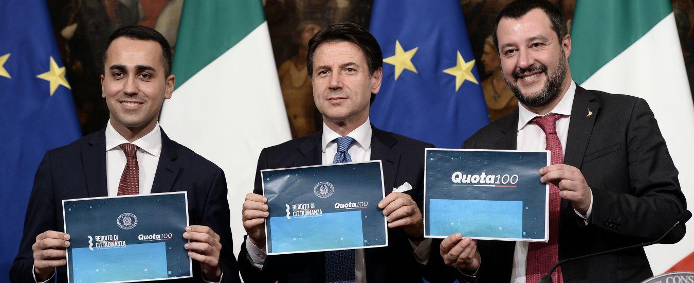Foto che ritrae Di Maio, Conte e Salvini al termine del Consiglio dei Ministri su Quota 100