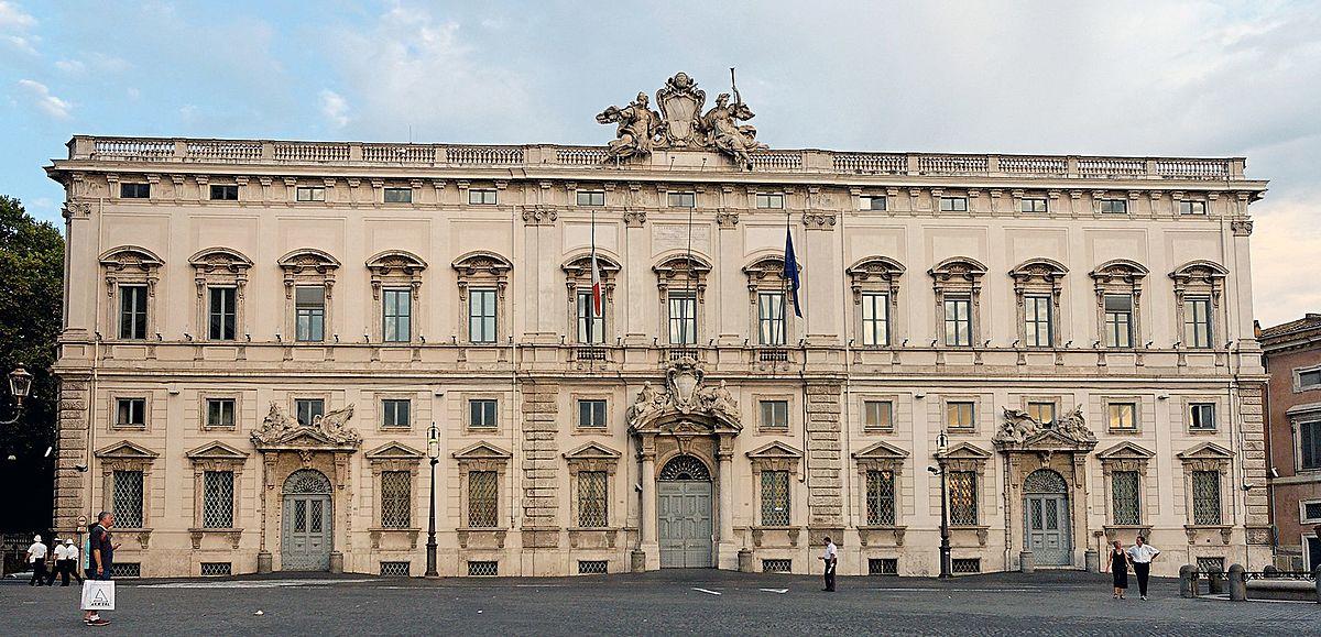 foto della facciata del Palazzo della Consulta di Roma