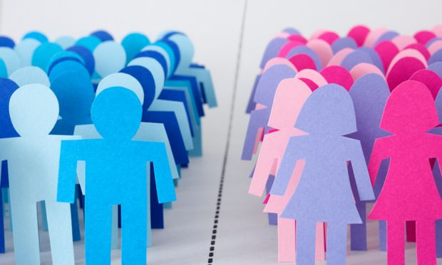 sagome di cartoncino raffiguranti uomini e donne